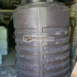 Пластиковый цилиндрический бак для канализации вертикального исполнения